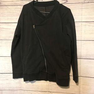 Lululemon jacket size 4 sideways zipper